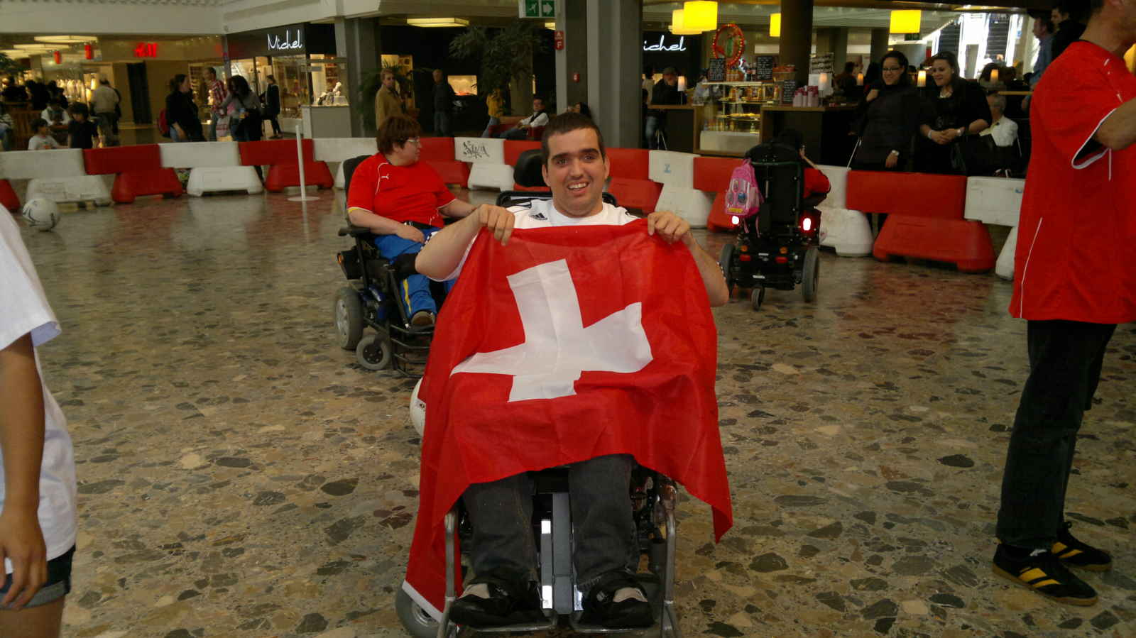 Thousands of fans boost the Swiss National Team to Paris